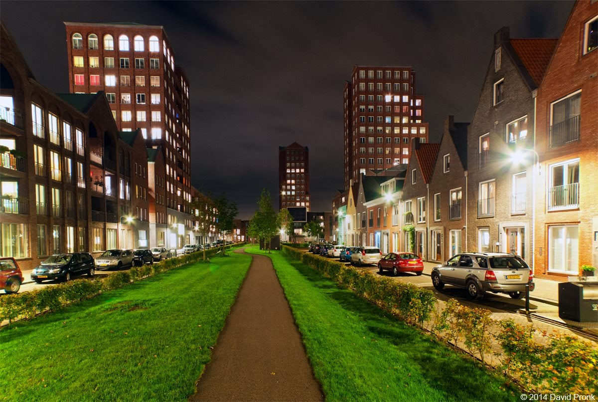 Avondopname van de Foortse Torens en het Blokzijlpark in Amersfoort Vathorst.