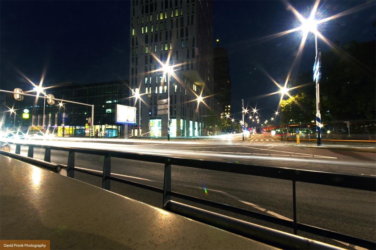 Blaak, Rotterdam in de avonduren.