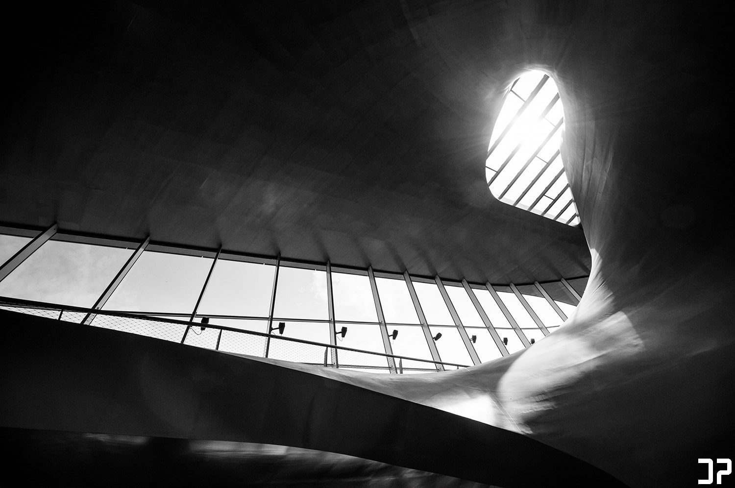 Station Arnhem - Curves III