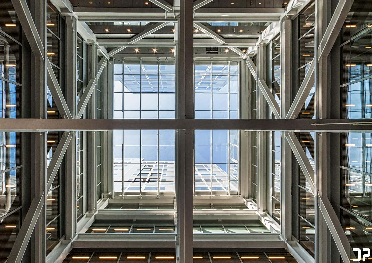 Timmerhuis Rotterdam - Looking up
