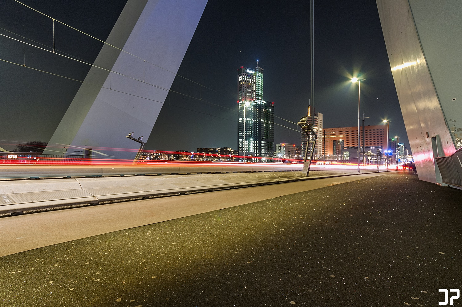 Avondfotografie: Under the bridge - Erasmusbrug Rotterdam