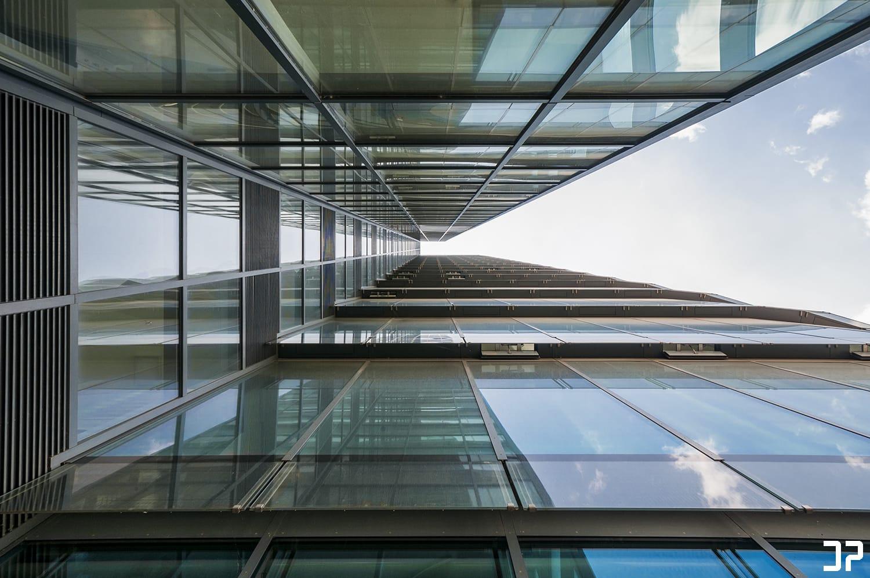 SIGN - Medienhafen Düsseldorf - Looking up ⬆️