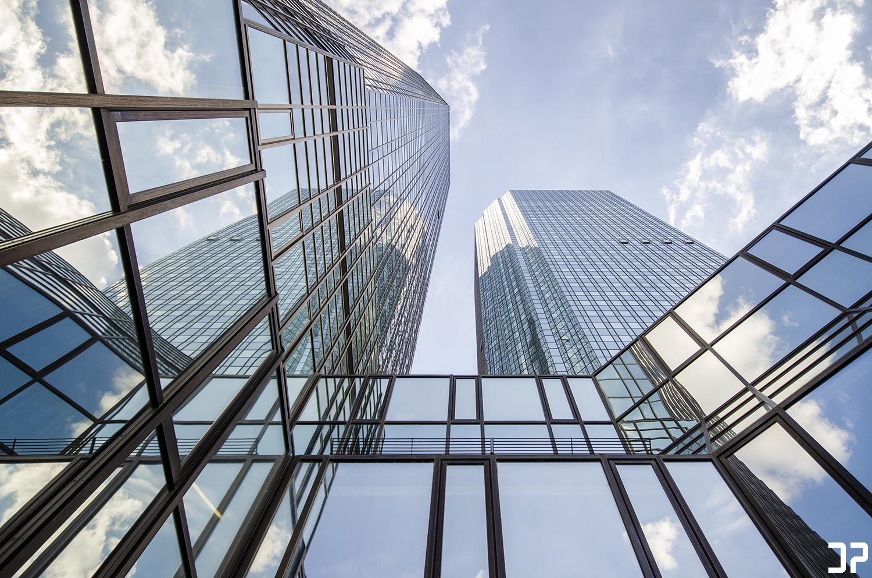 Deutsche Bank Frankfurt - Looking Up ↗️